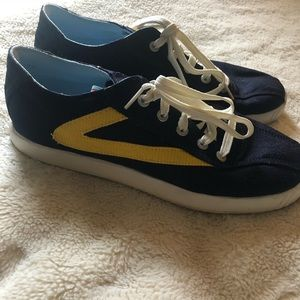 Tretorn Canvas sneakers very nice cond size 9 😊